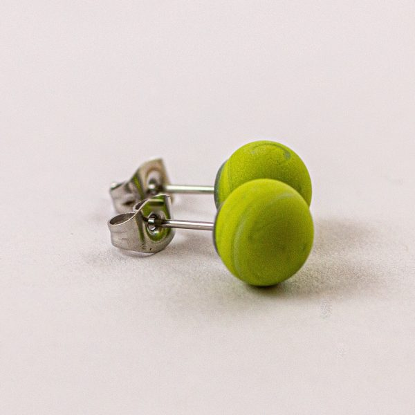 Frosted stud earrings lime