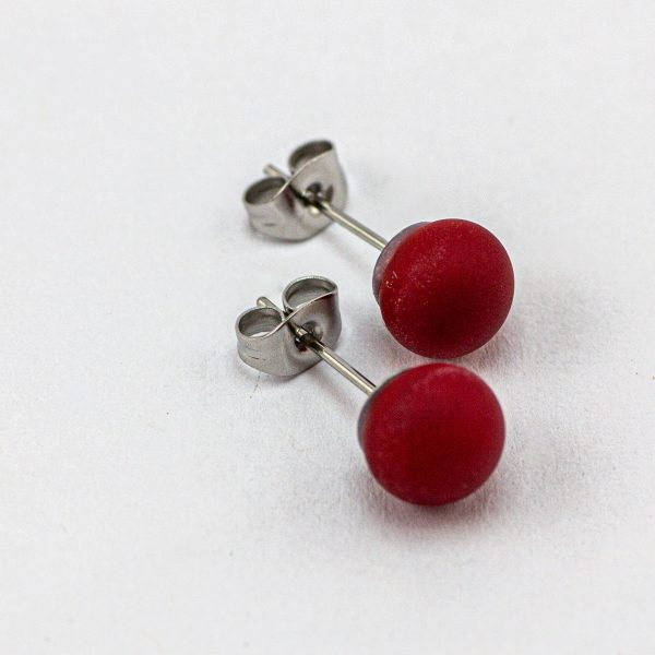 Frosted stud earrings red
